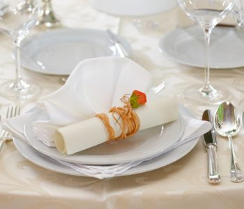 shutterstock_wedding-table-setting